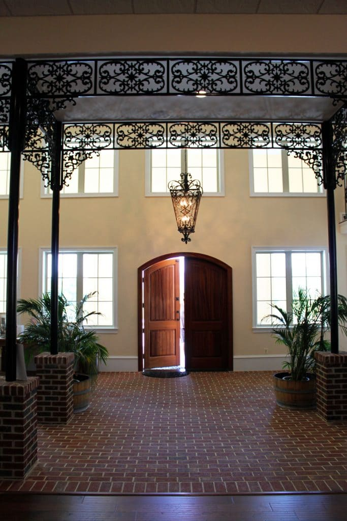 Breaux Vineyards - Foyer