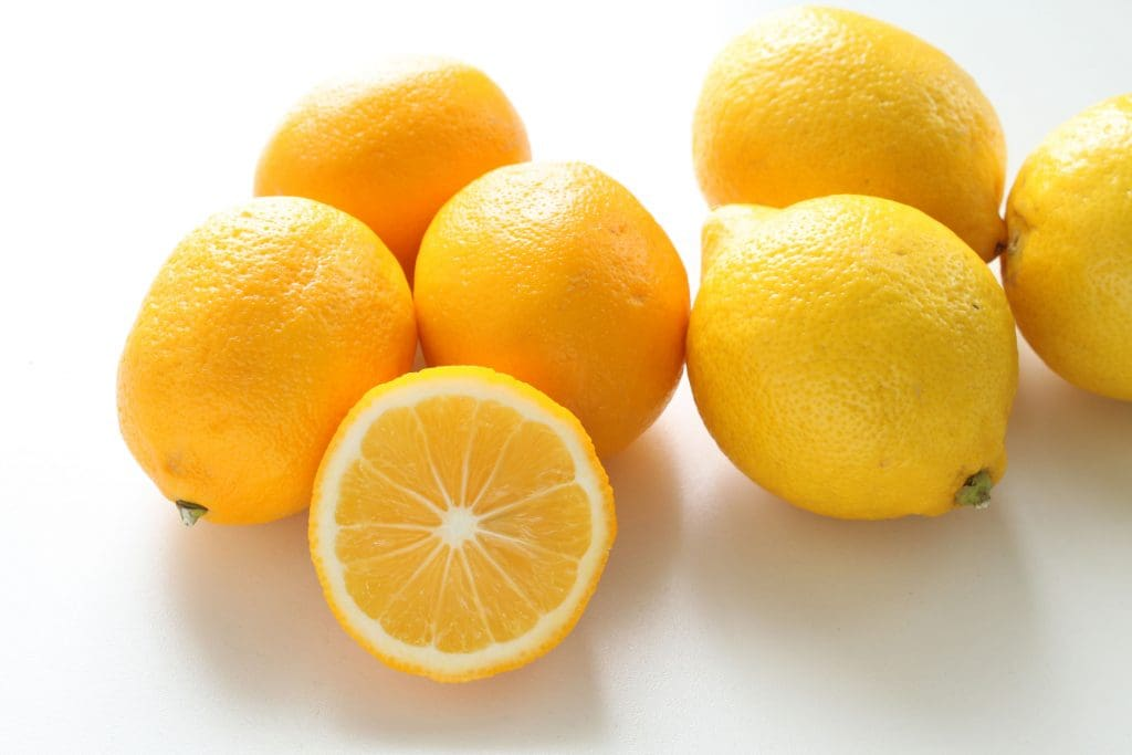MeyeMeyer Lemons (L) and Regular Lemons (R)